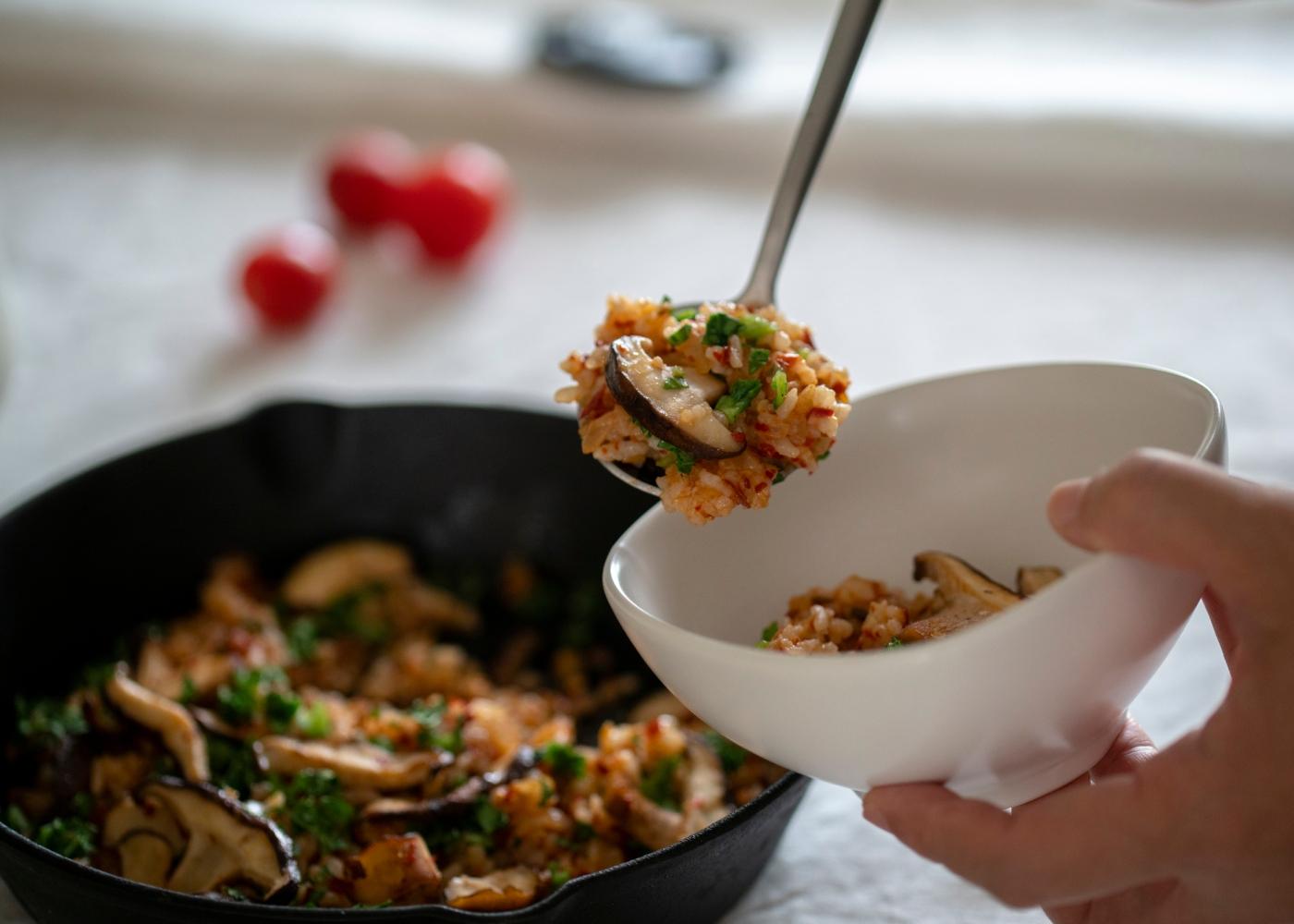 Brás de sobras de legumes e cogumelos