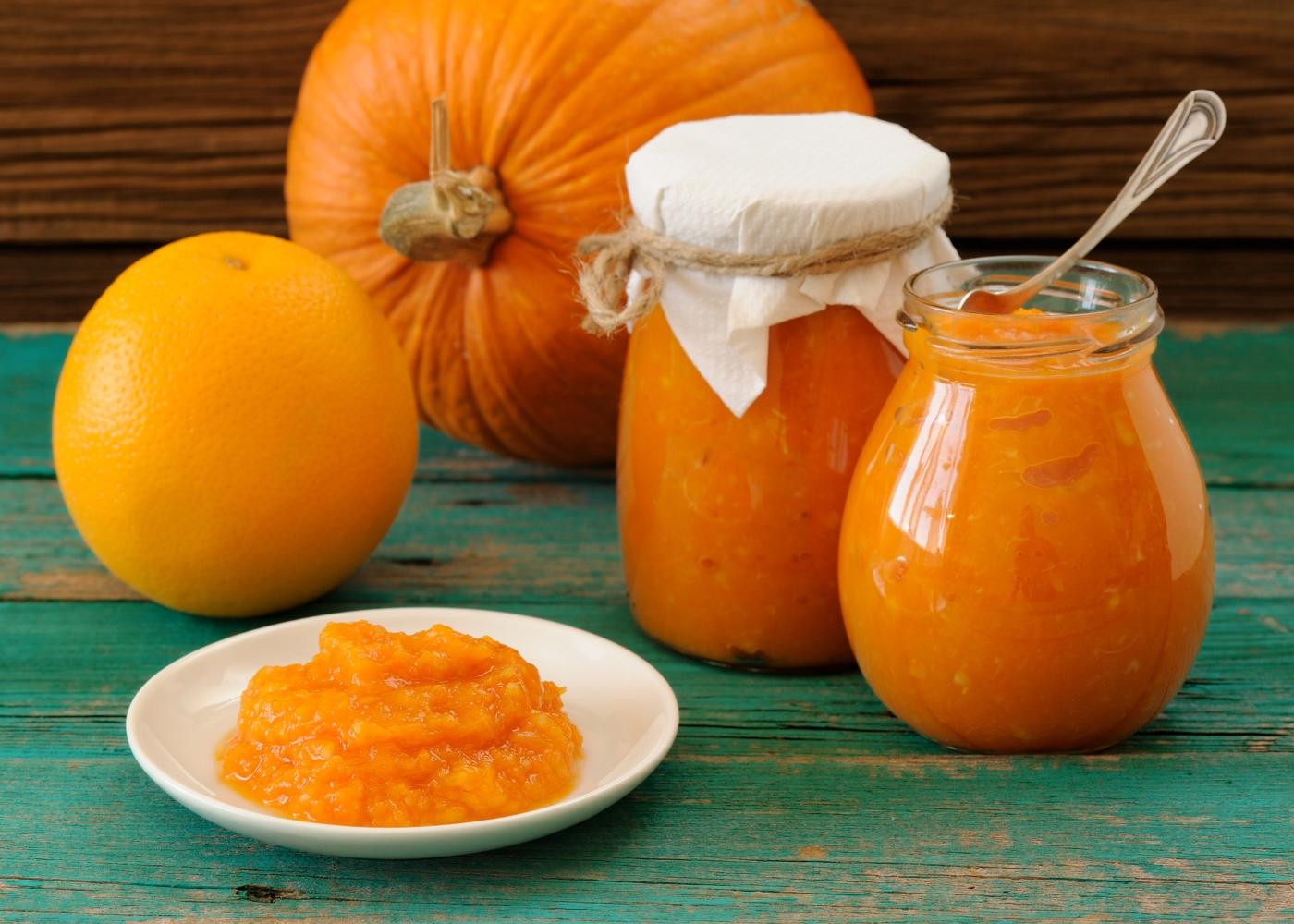 compota de abóbora e laranja num pires