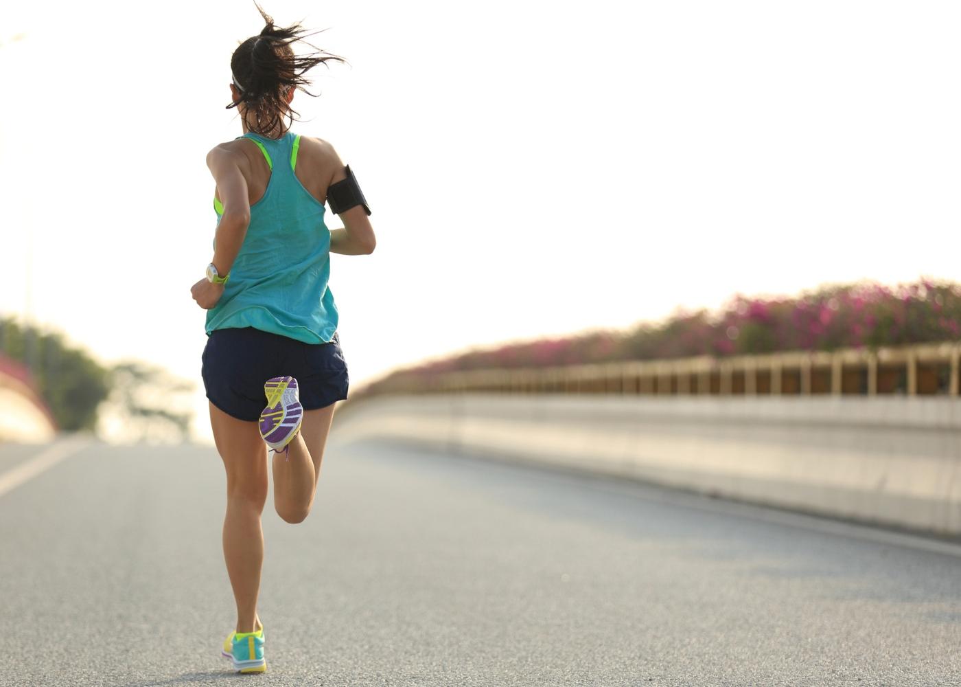 Mulher a correr meia maratona