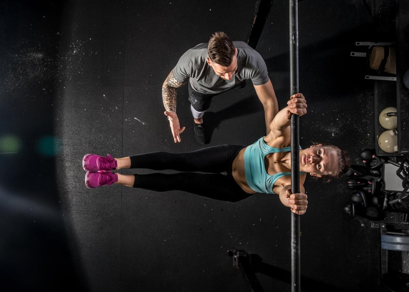 Mulher a treinar com Personal Trainer
