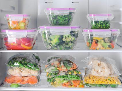 Sobras de alimentos guardadas no congelador