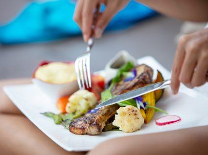 Alimentação em doentes COVID-19 em autocuidados