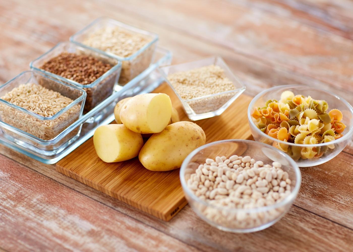 Variedade de alimentos ricos em hidratos