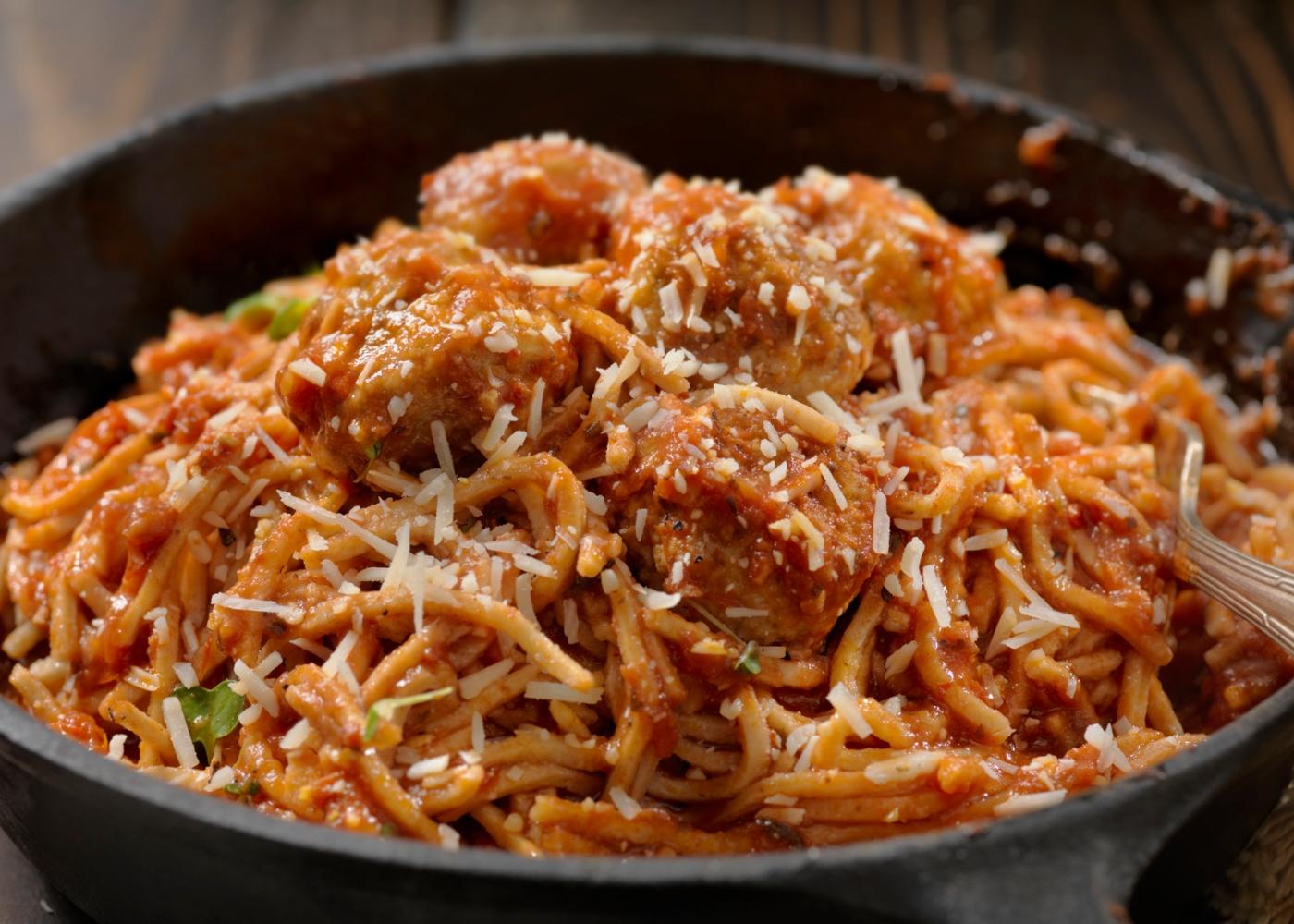 Almôndegas de feijão frade com esparguete integral