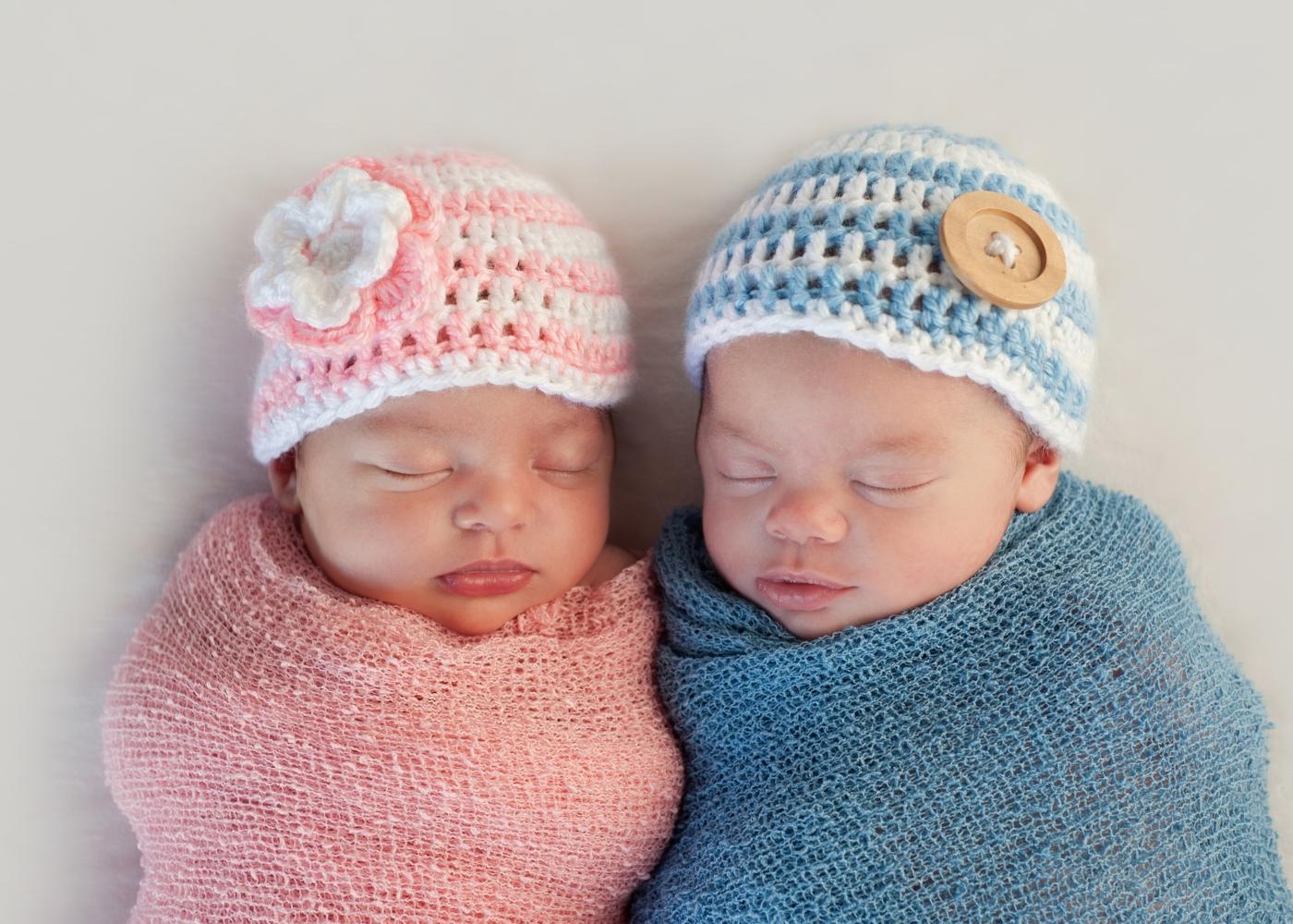 Bebés gémeos a dormir