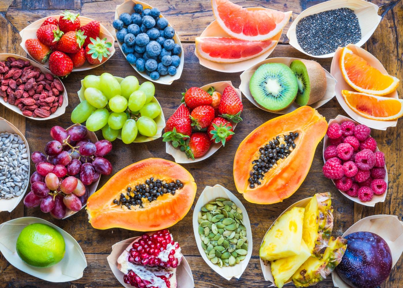 Variedade de frutas ricas em vitamina C