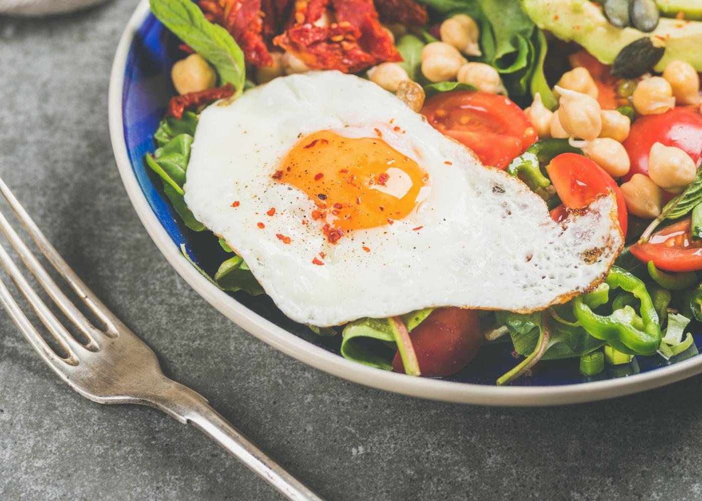 Ovos no forno com atum e grão