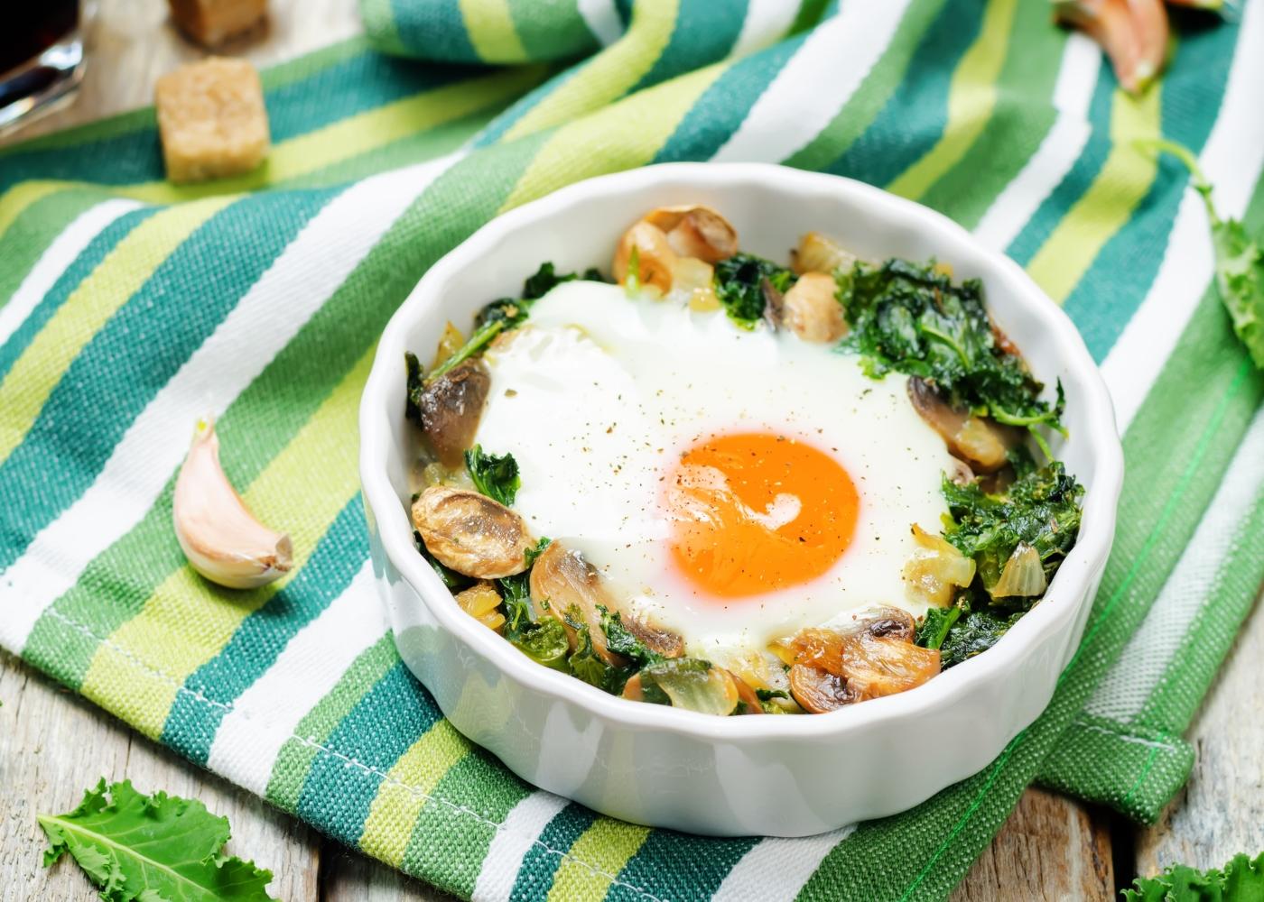 Ovos no forno com cogumelos