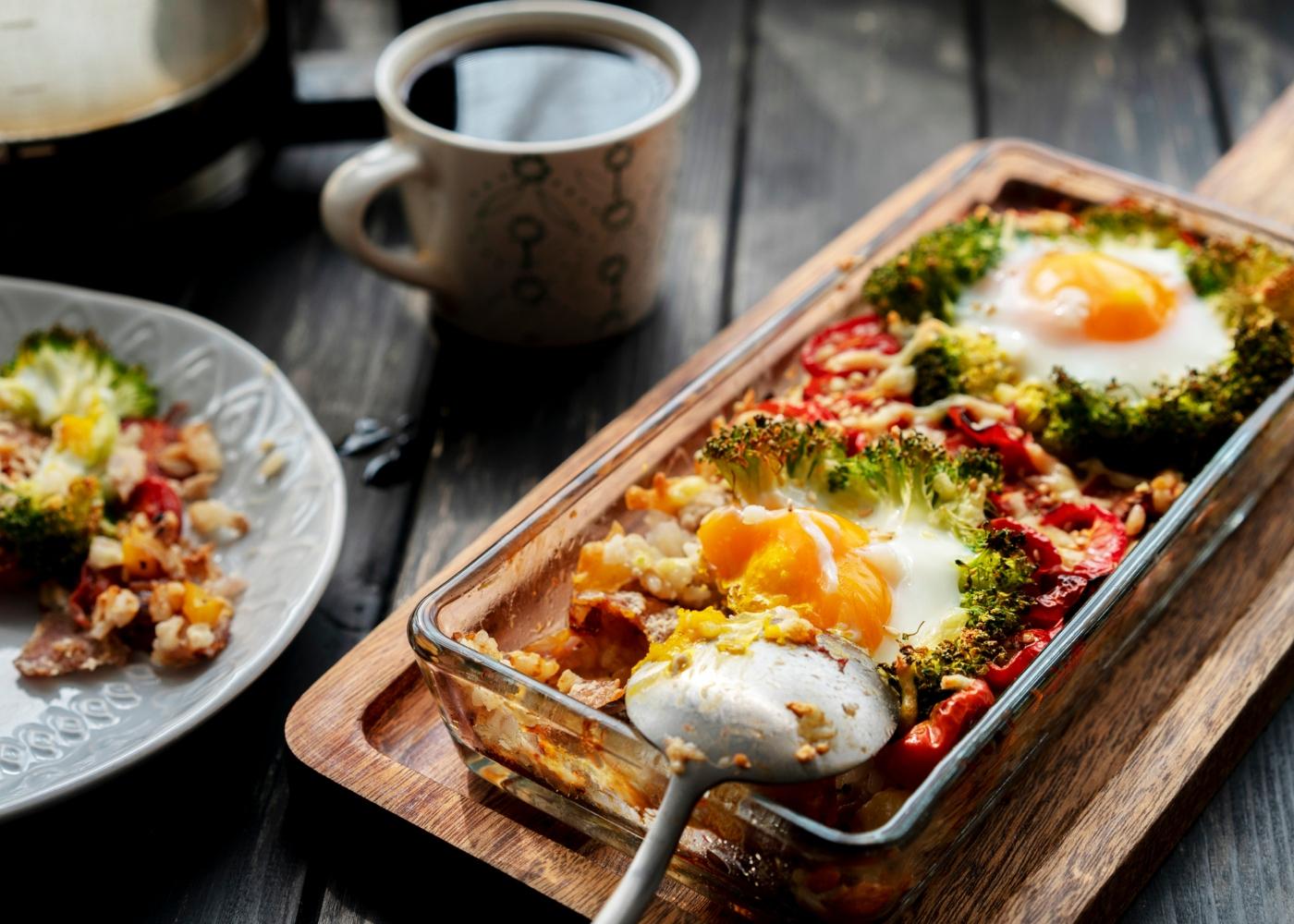 Ovos no forno com legumes