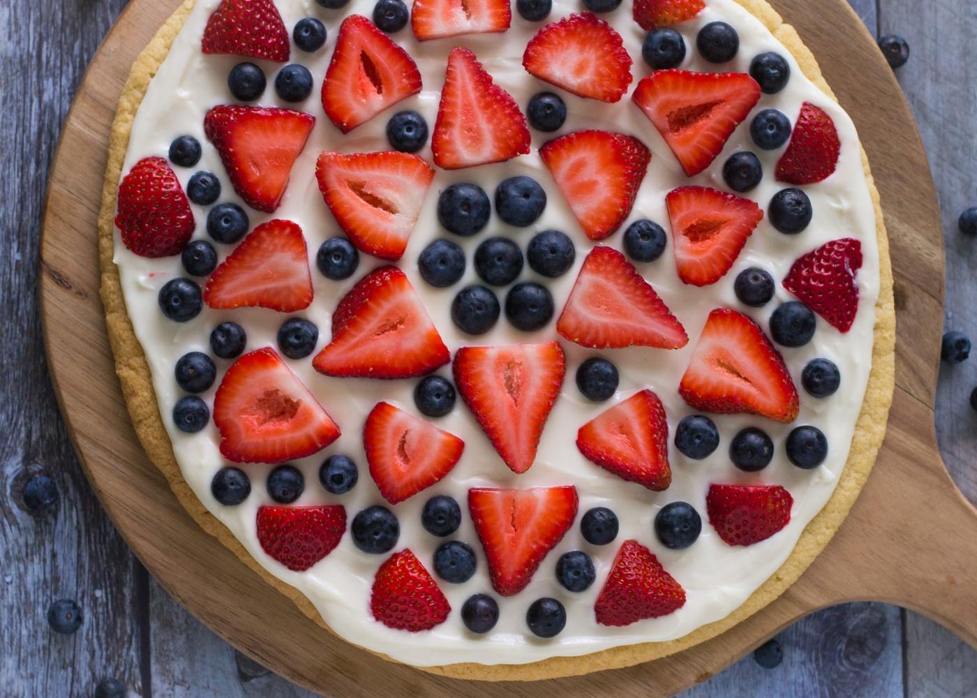 Pizza de frutas e massa caseira