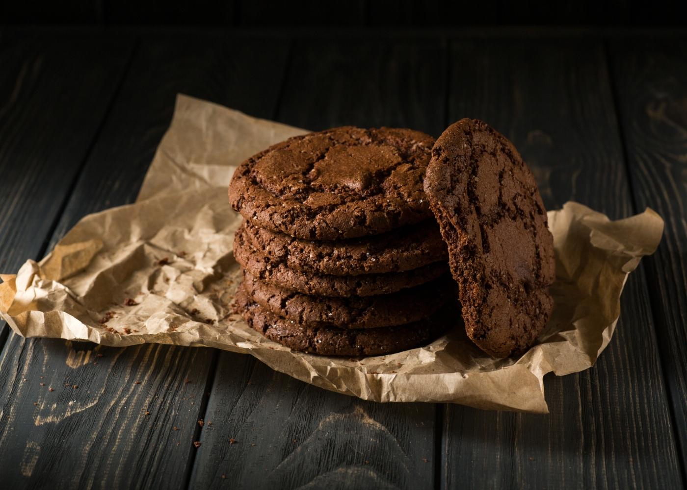 monte de biscoitos de chocolate e menta
