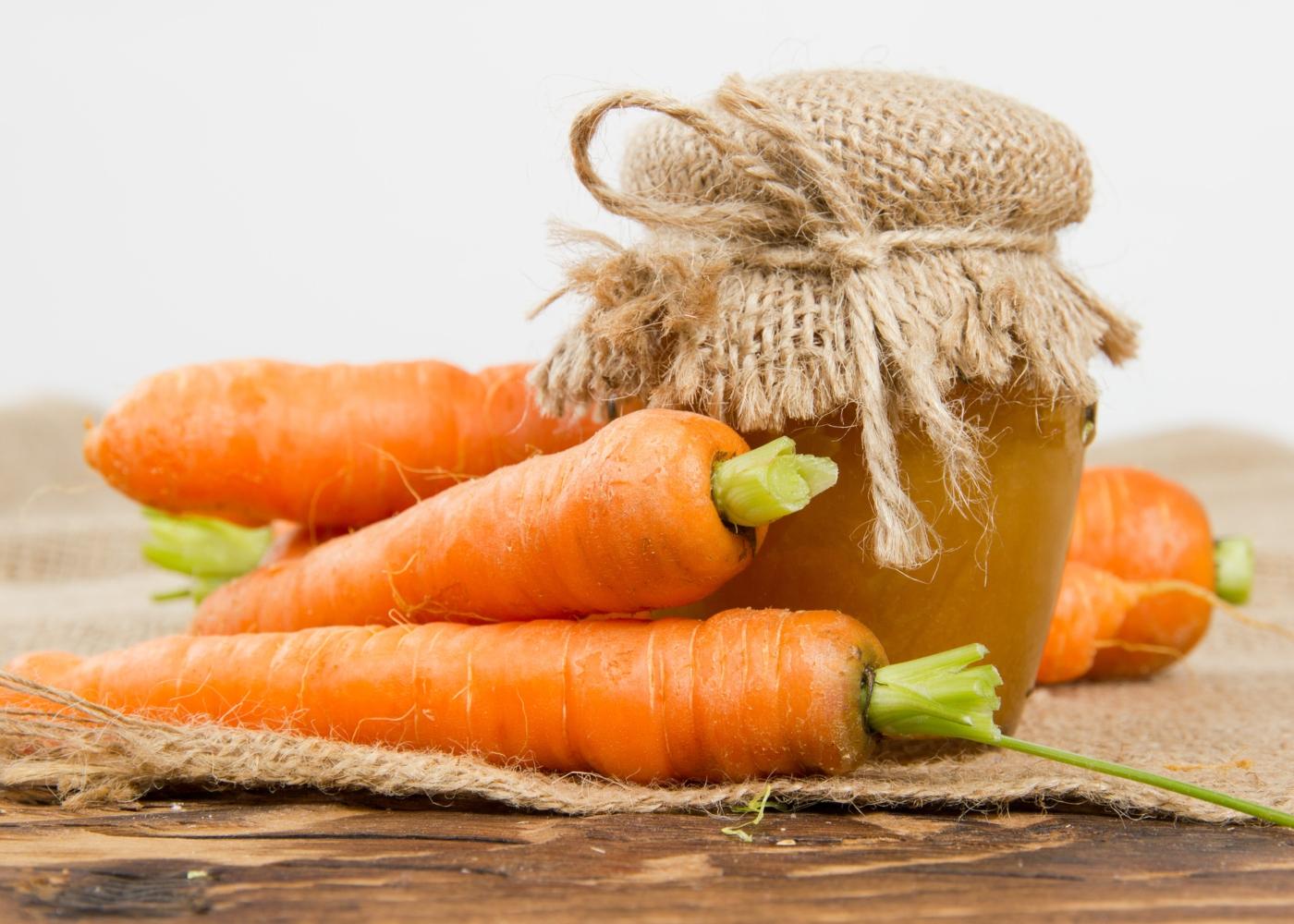Frasco com compota de cenoura e abóbora
