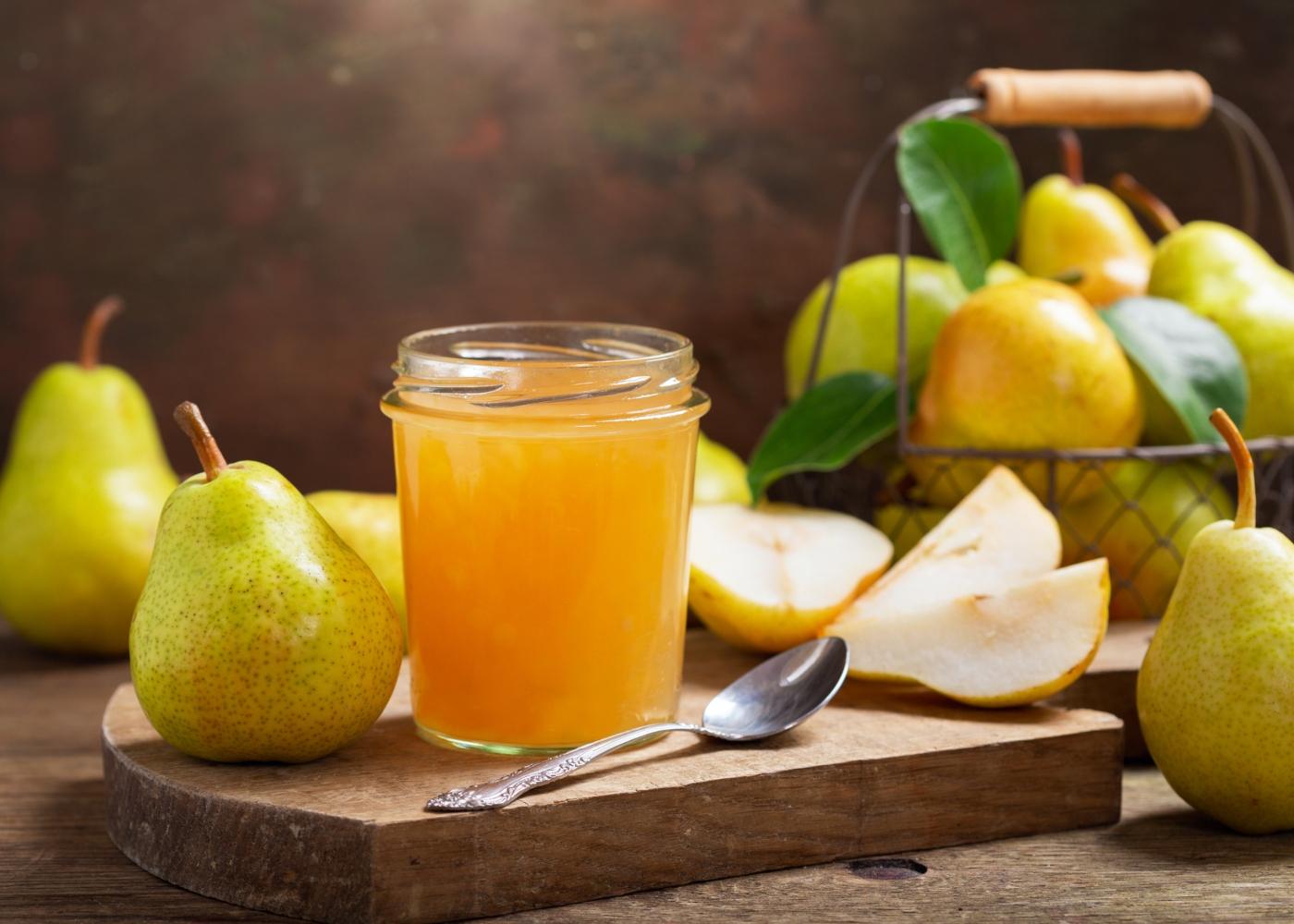 Compota de melão e pera num frasco de vidro