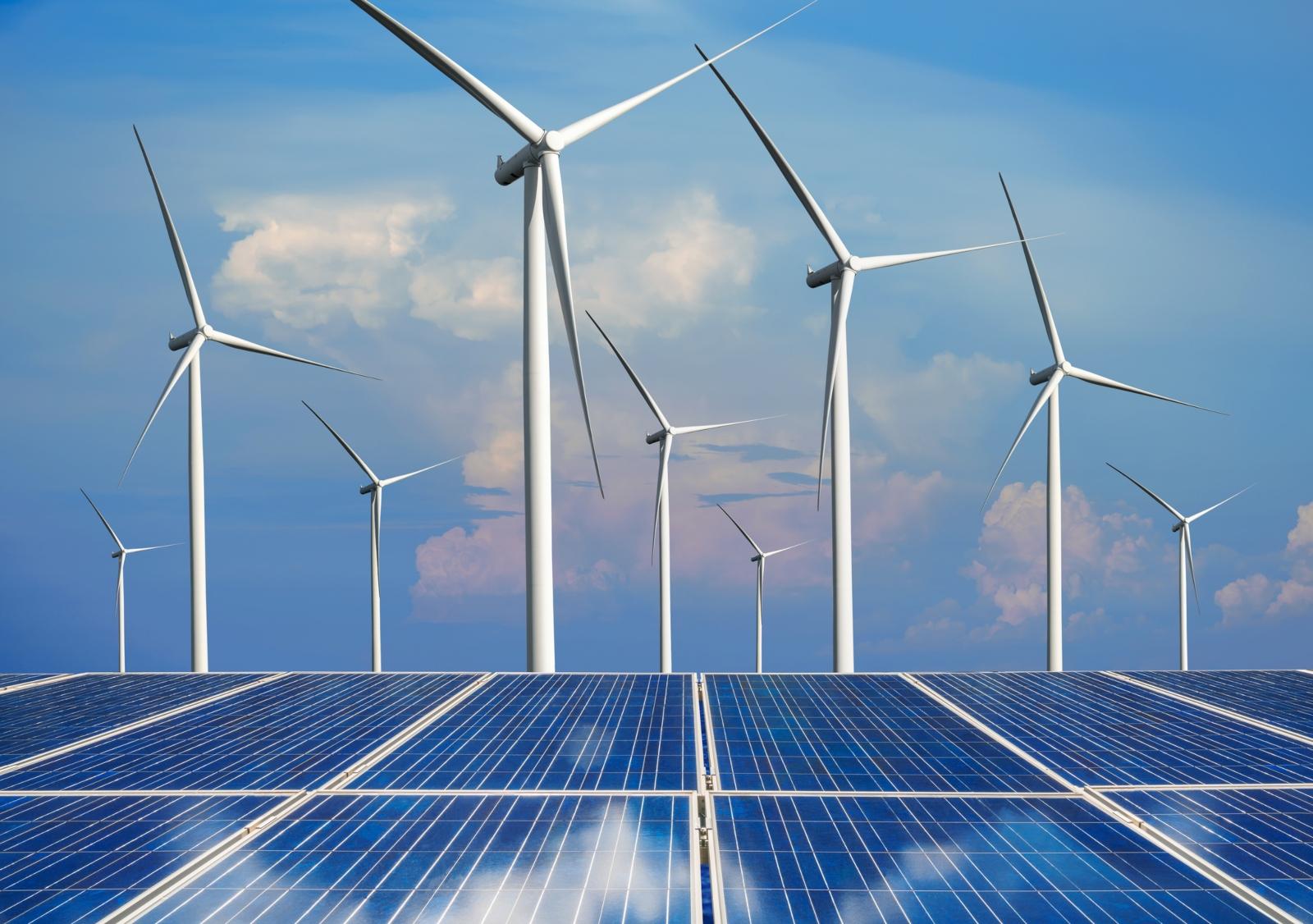 Painéis solares e parque eólico