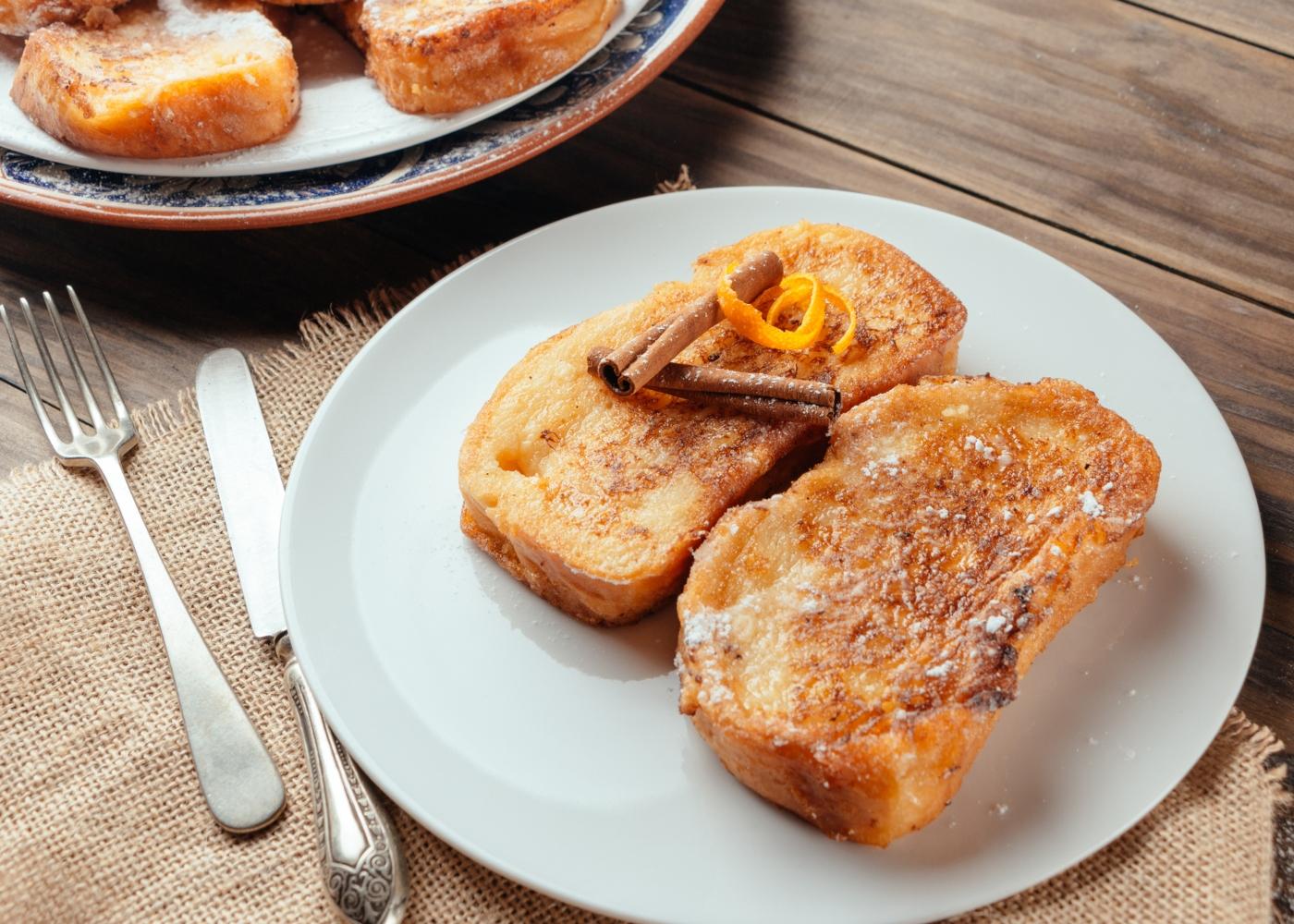 Rabanadas com pão integral e calda de mel e figos