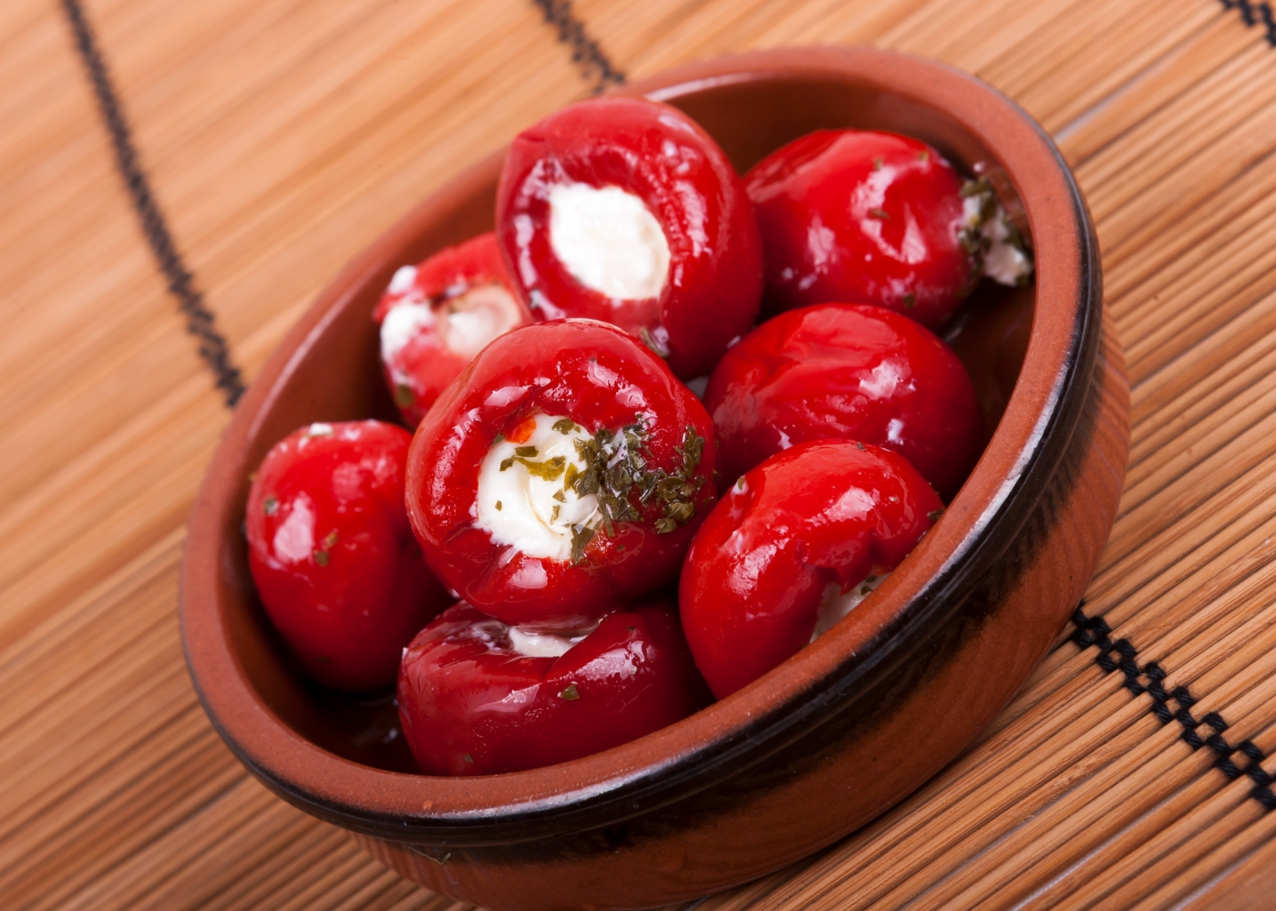 Tomates recheados com requeijão