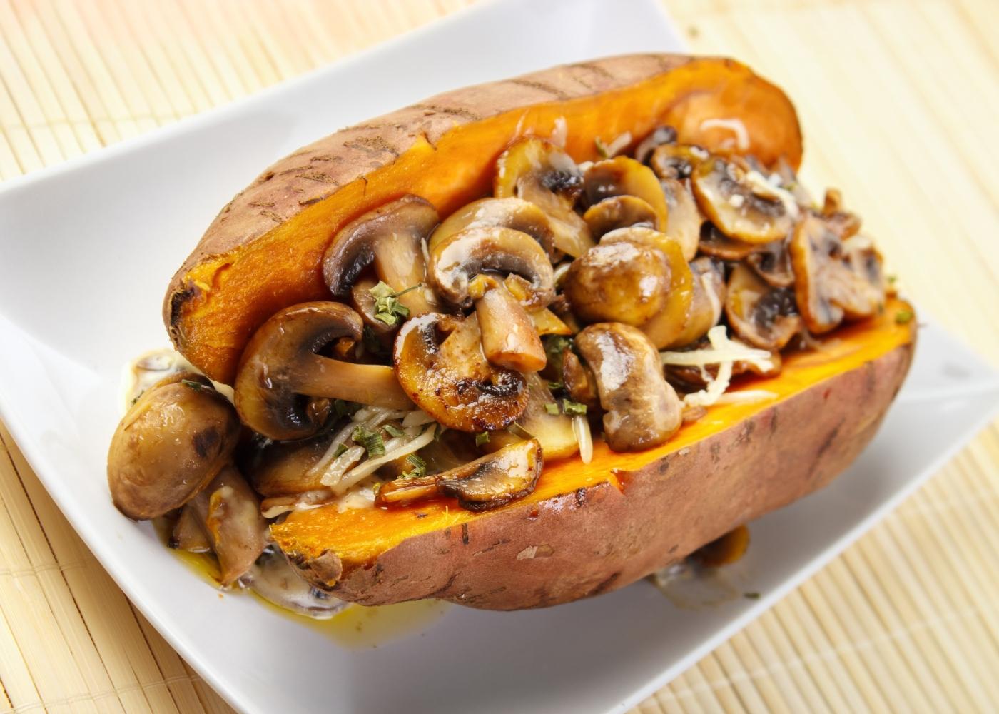 batata-doce com cogumelos