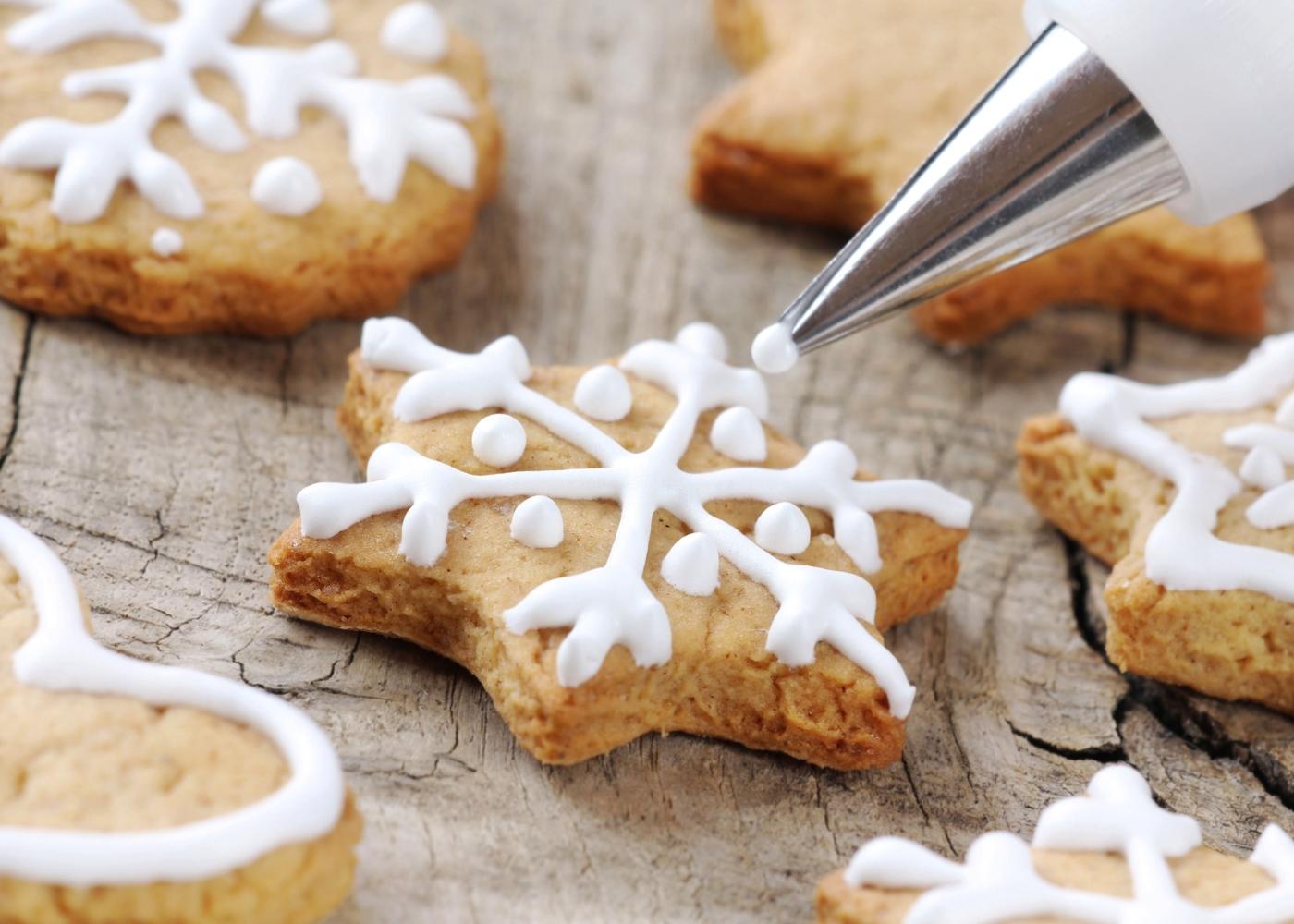 Bolachas de Natal de gengibre e canela low carb
