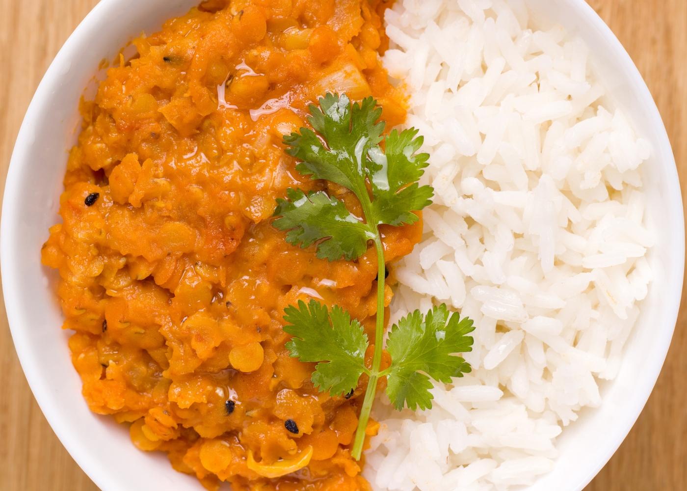 receita de caril de lentilhas e abóbora com arroz de couve-flor