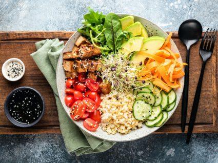 Prato de comida caraterístico da dieta vegan