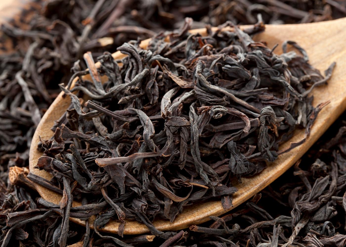 Folhas secas de chá preto