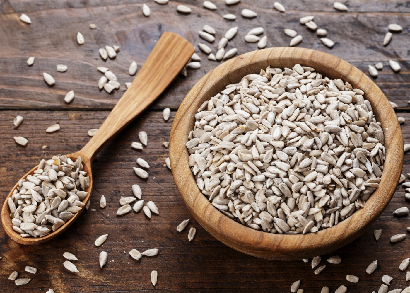 Taça com sementes de girassol descascadas