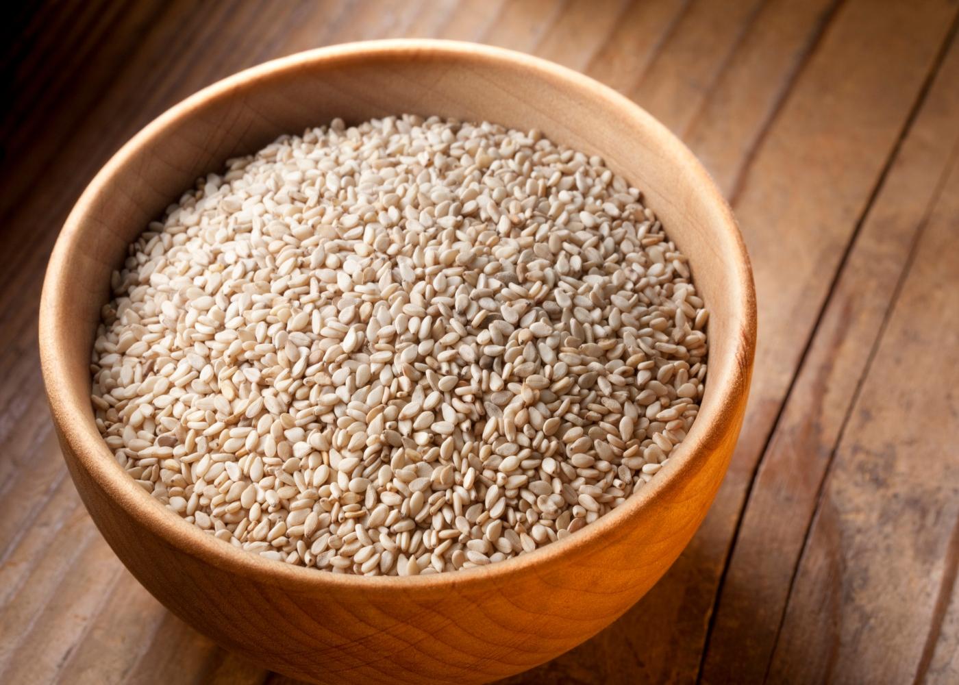 Taça com sementes de sésamo