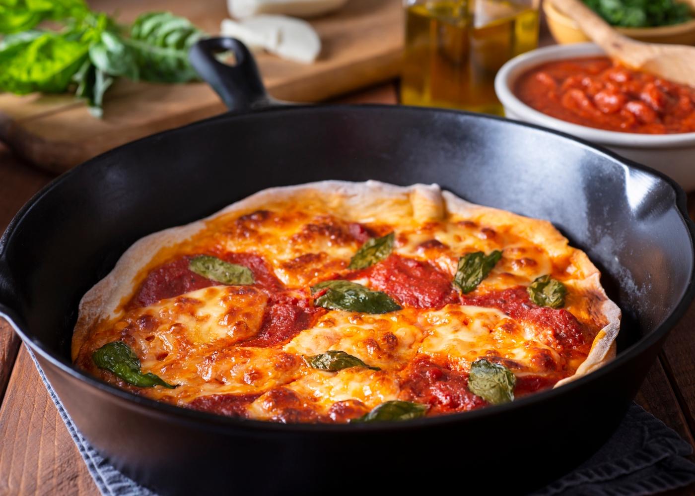 pizza de frigideira com massa fit