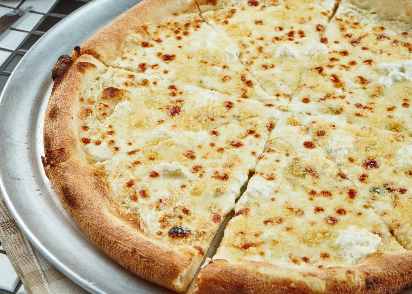 pizza de frigideira com massa com farinha e linhaça