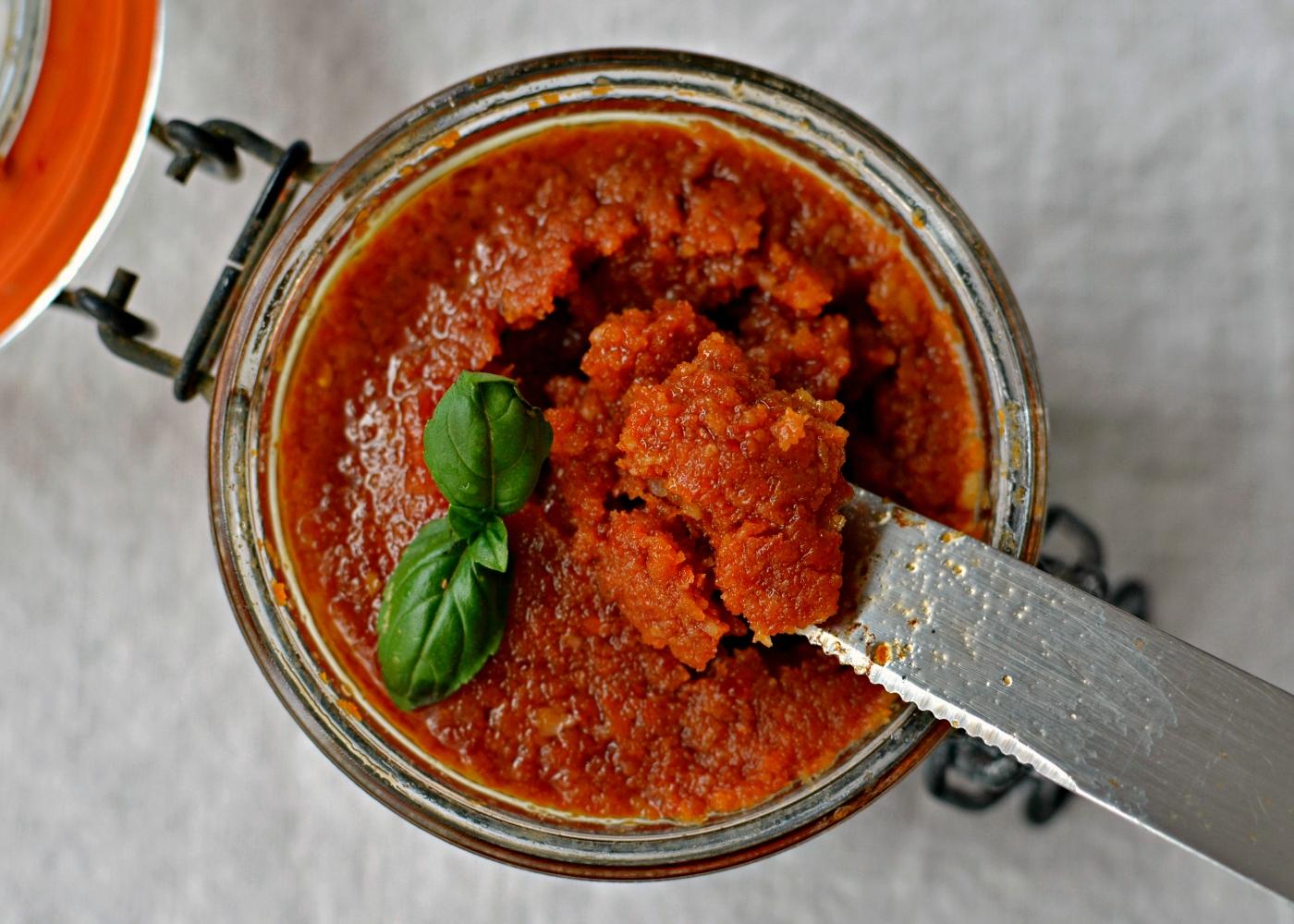 pote com pesto de tomate seco simples