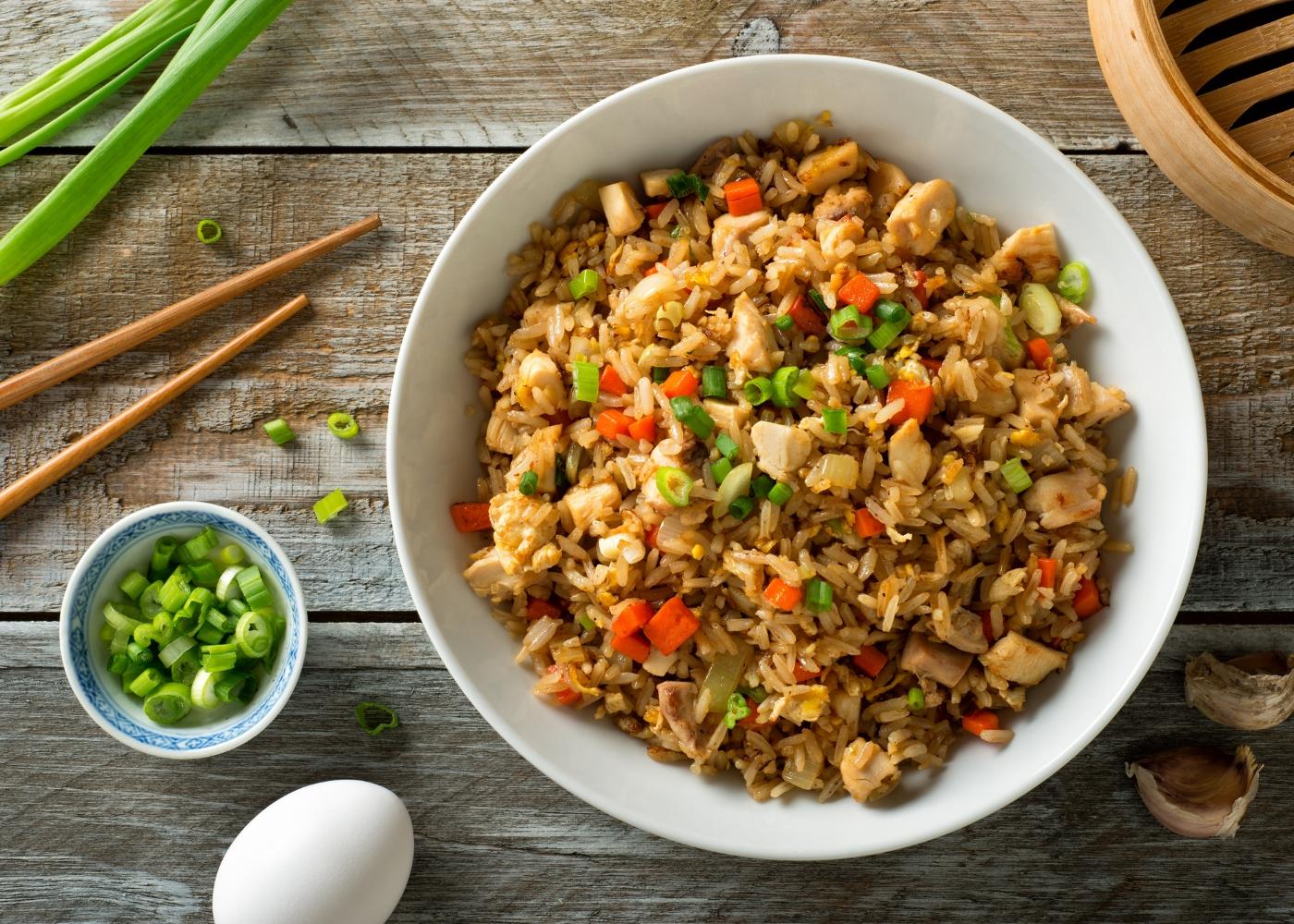 one pot de arroz, frango e legumes