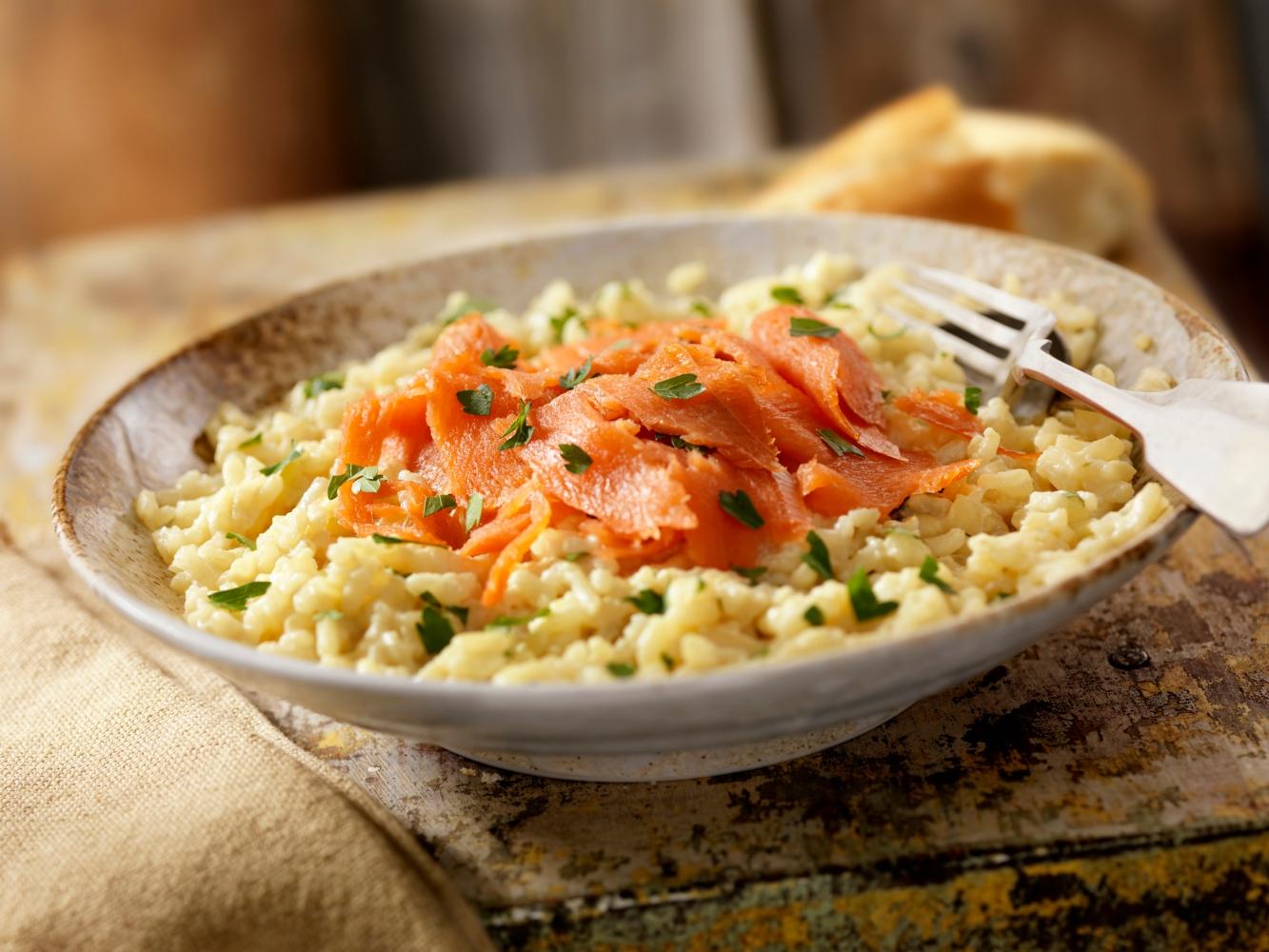risotto com salmão fumado e cogumelos